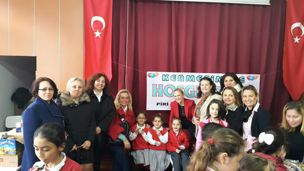 CHP'li bayanlardan kermese destek