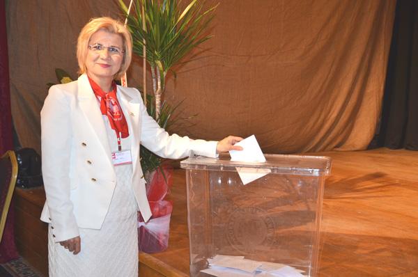 Avlu, yeniden Başkan seçildi