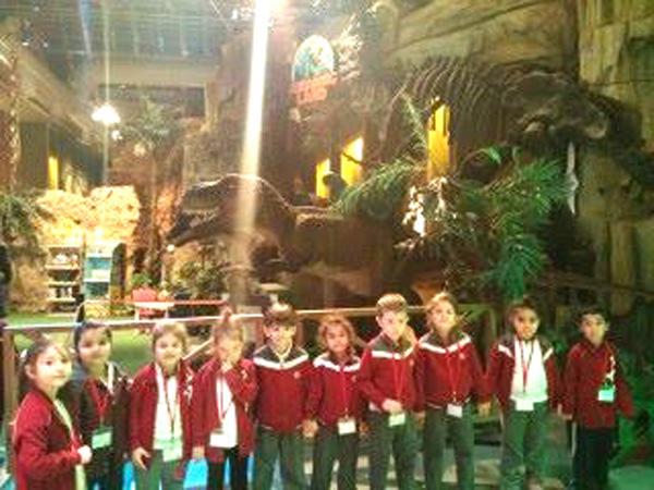 Mektebim öğrencileri dinozor tema parkında