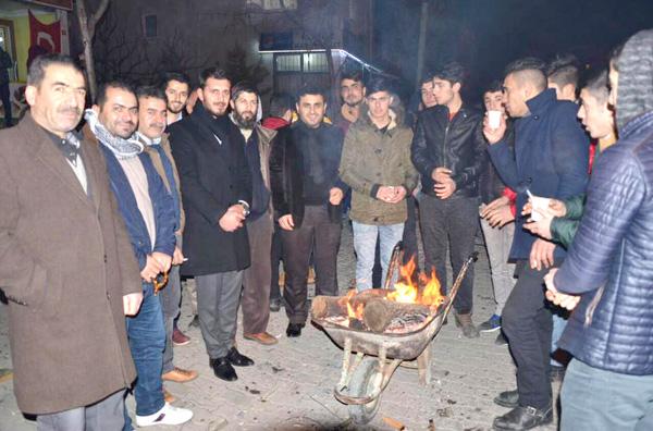 AK Gençler Mimarsinanlı Mehmetçikleri uğurladı