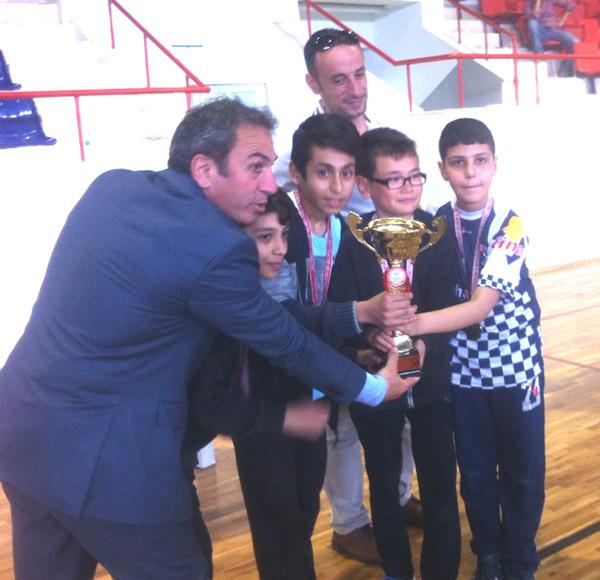 Satrançta iki şampiyonluk ve bir ikincilik