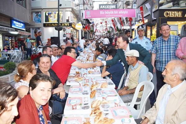 Akçeşme ve Yemeniciler Sokak'ta iftar finali