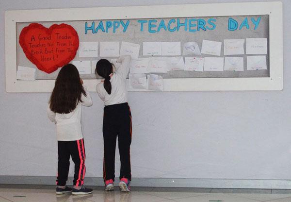 Öğretmenlerine not bıraktılar