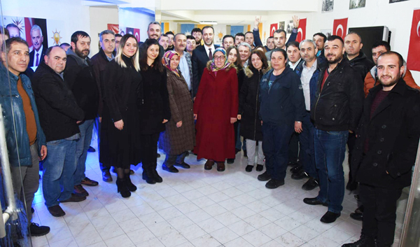 AK Parti seçim bürosunu ziyaret etti