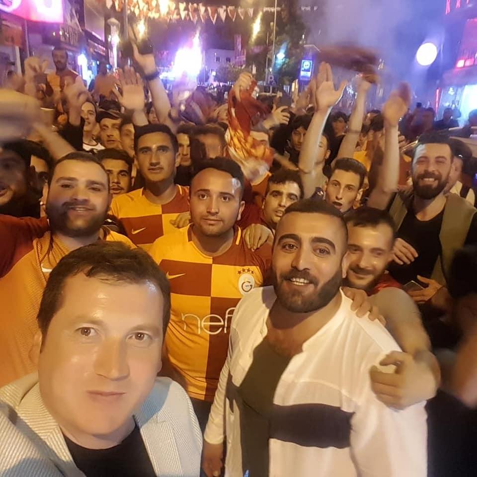 Balcıoğlu, şampiyonluğu taraftarlarla kutladı