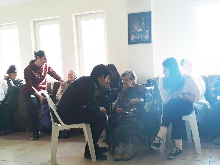 Mektebim öğrencilerinden huzurevi ziyareti