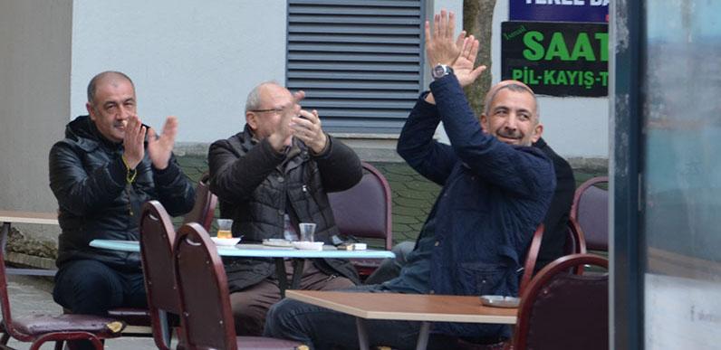 Ahmet Ay'a alkışlı protesto