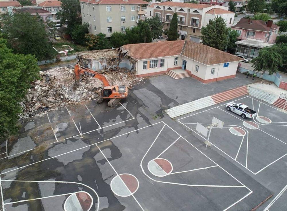 Sezin Öztaş İlkokulu'nun yıkımına başlandı