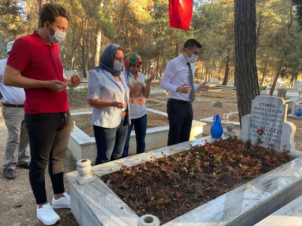 CHP bayramda şehitleri unutmadı