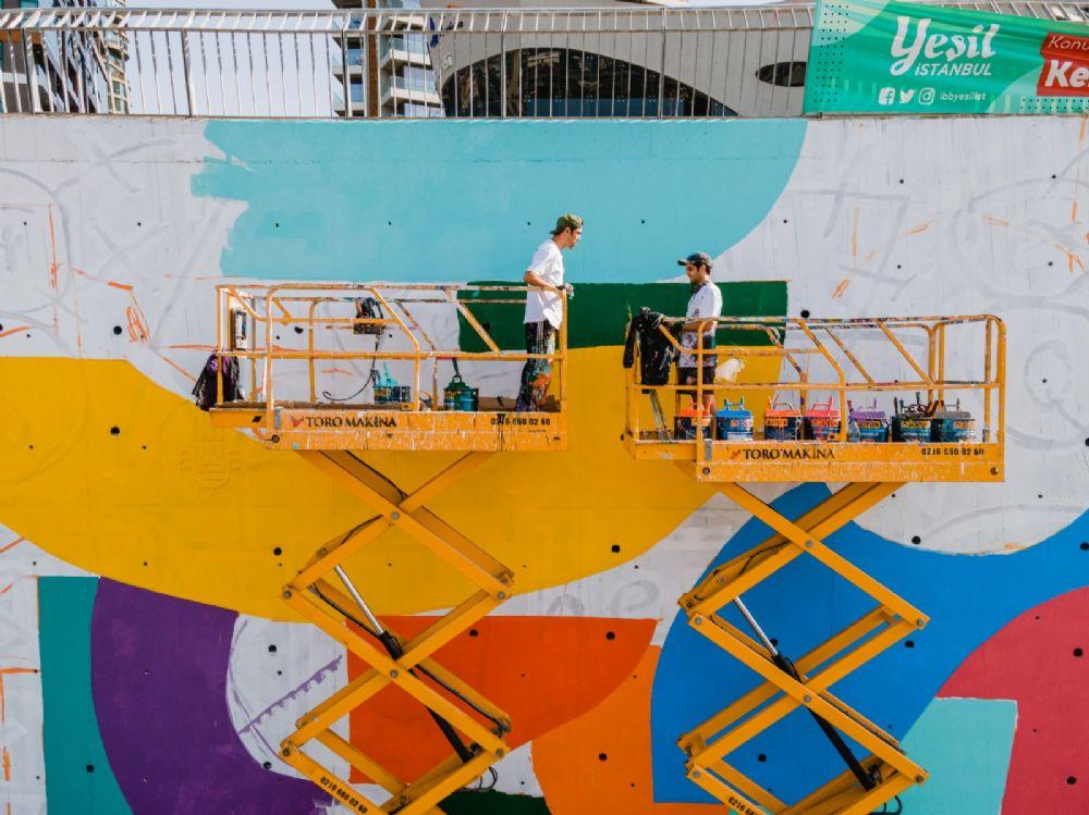 İstanbul'un gri duvarlarına renk geliyor
