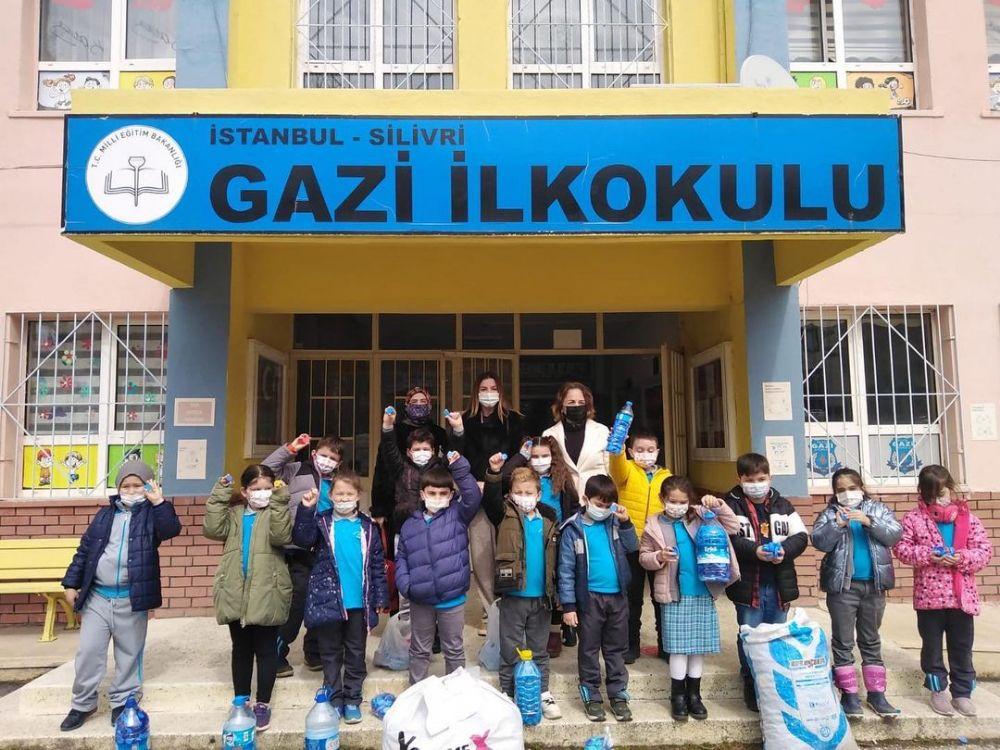 """Gazi İlkokulu miniklerinden """"Mavi Kapak"""" projesine destek"""