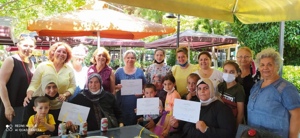 Anne ve çocuklarına Katılım Belgeleri verildi